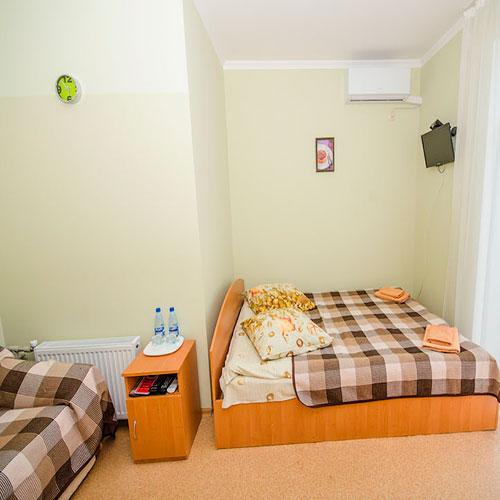 2-х местный номер с балконом в корпусе RED гостевой дом Инжир