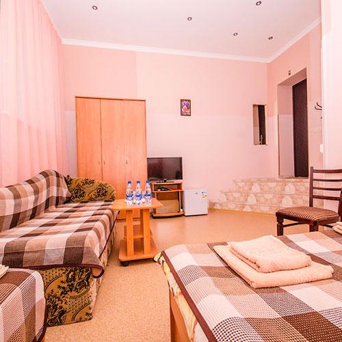 4-х местный номер в корпусе RED гостевой дом Инжир