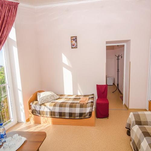 4-х местная семейная в корпусе RED гостевой дом Инжир