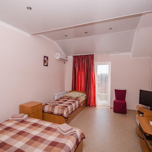 3-х местный комната улучшенный номер в корпусе RED гостевой дом Инжир